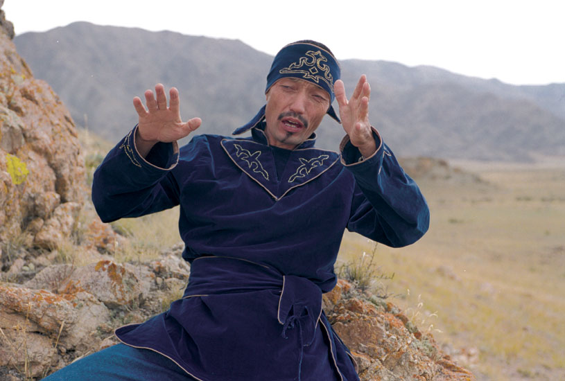 The epic chanter Rysbek Jumabaev performs a scene from Manas (Kyrgyzstan)